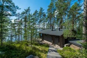 небольшой дом в Финляндии на береговой линии