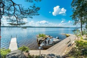 Дом на берегу озера в Финляндии