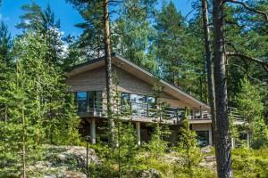 Дом в Финляндии на береговой линии