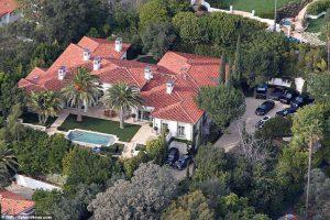Дэвид и Виктория Бекхэм продают свой особняк в Беверли-Хиллз за 33 миллиона долларов